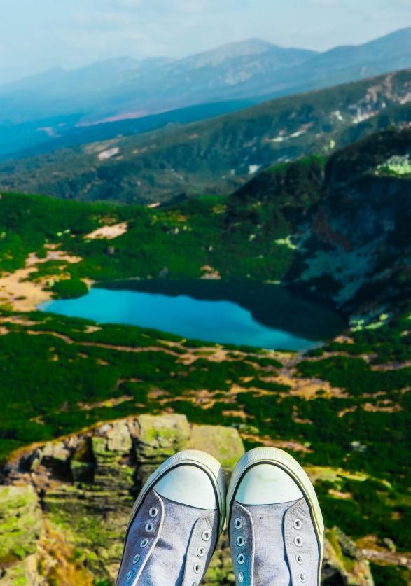 Alpine Mountain Lake, Green Meadows, Hiking Trail. Amazing Valle